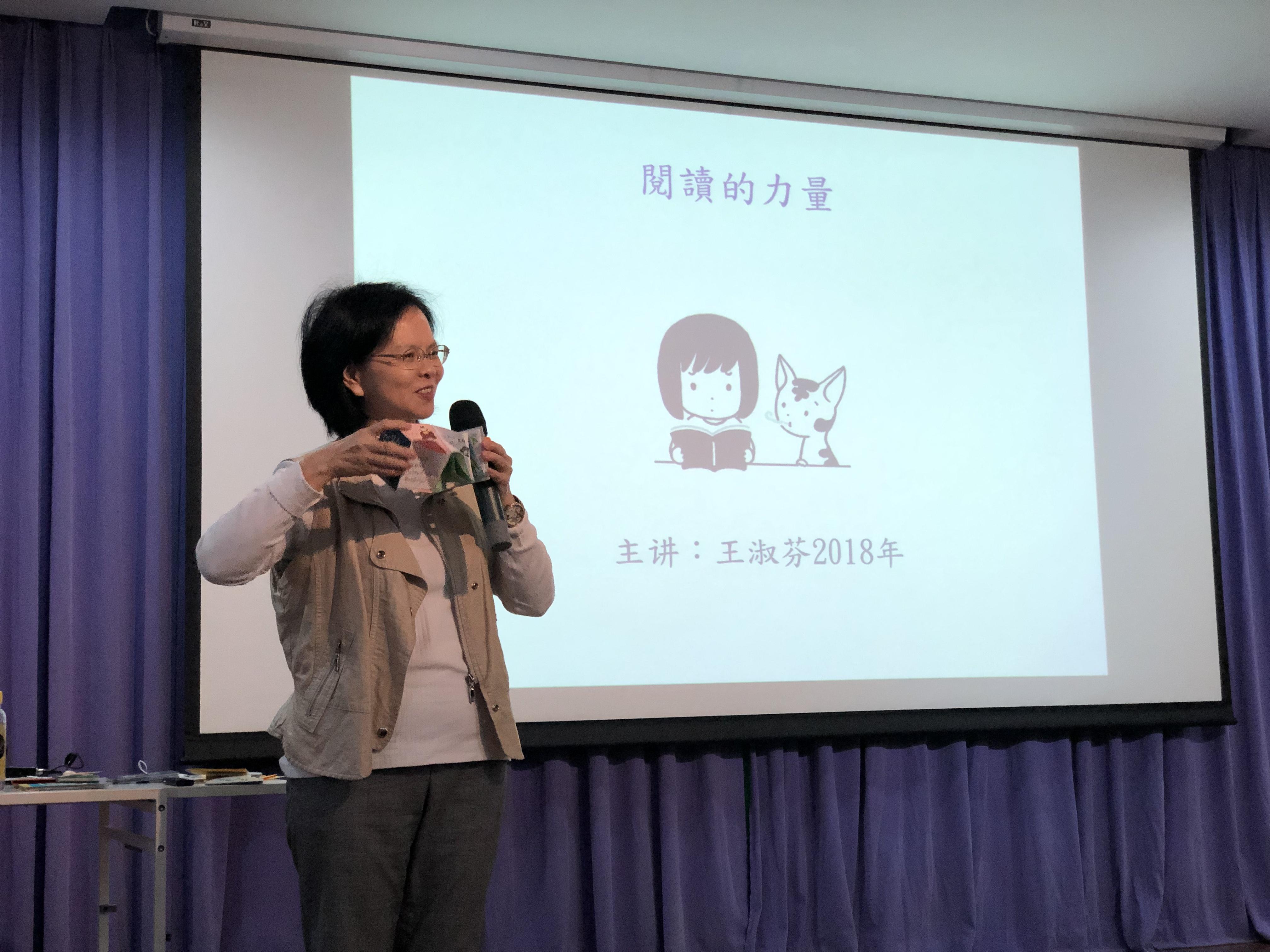 《孩子的藝術夢》活動:王老師做手工玩創意